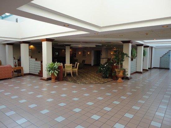 Magnuson Hotel Hattiesburg: Lobby