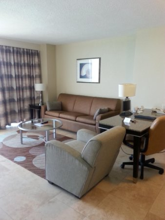 Radisson Suite Hotel Oceanfront : room