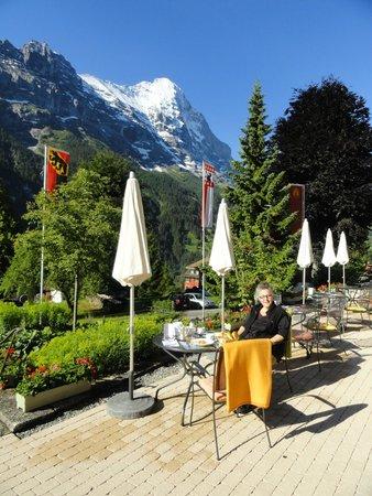 Parkhotel Schoenegg: Frühstücken im Garten
