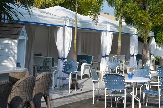Beachside Village Resort: Pool cabana's first come first serve.