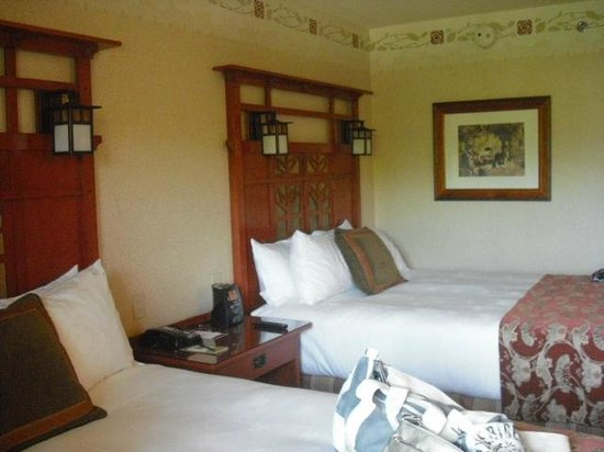 Disney's Grand Californian Hotel & Spa: Room with two queen beds