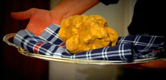 La Cucina di San Pietro a Pettine: Tartufo bianco. White truffle.