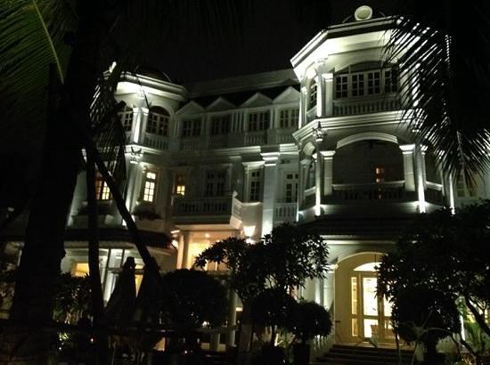 Villa Song Saigon : Villa Song in the evening
