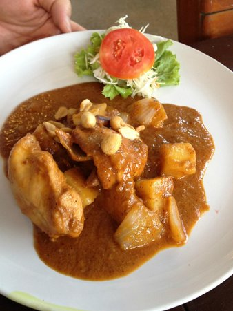 Massaman Restaurant & Bar: Massaman curry - meat cut in too-large chunks, flavour did not penetrate the dry tasteless  meat