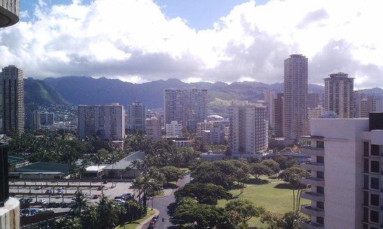 Hale Koa Hotel : From the balcony towards the city