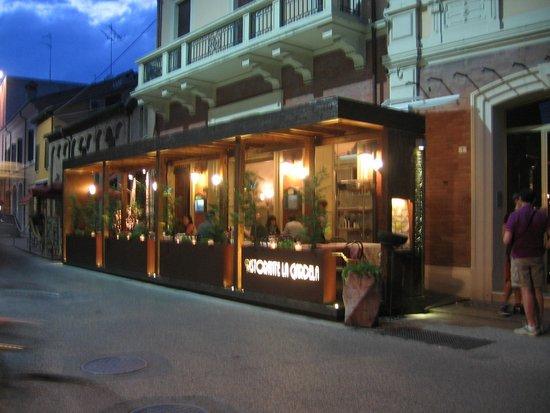 La Gardela: Exterior of restaurant