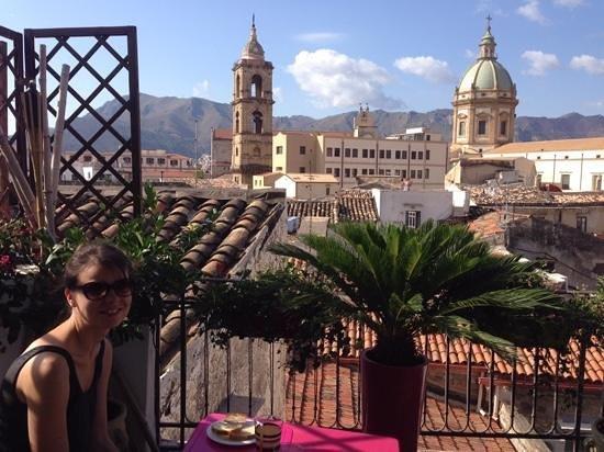 La Terrazza sul Centro : Petit dejeuner sur la terrasse
