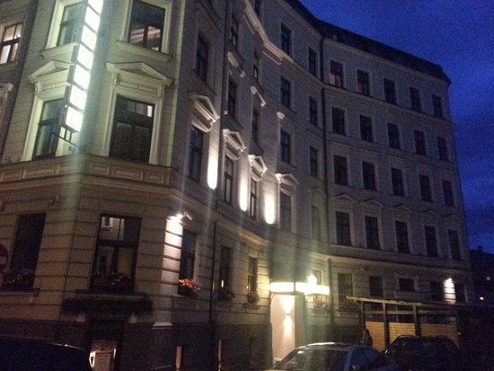 Hanza Hotel: Mezzanotte intorno all'hotel (a Riga)