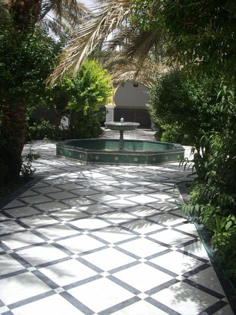 Moulay Ali Cherif Mausoleum: Garden Fountain
