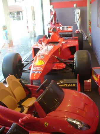 Il negozio Ferrari. - Foto di Sicilia Outlet Village, Agira ...