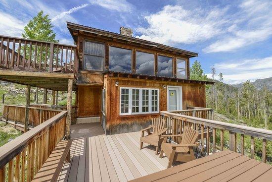 Shadowcliff Lodge: Fireside Cabin large deck