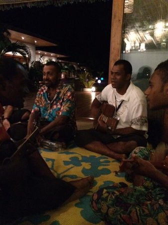 Tides Reach Resort : Music and Kava after dinner