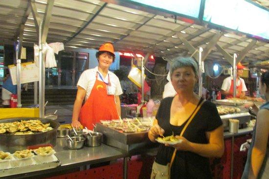 Days Inn Forbidden City Beijing: Dongzhimen food street - yummy!
