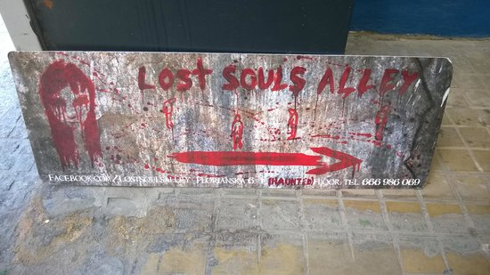 Lost Souls Alley: Sign in front of tourist information counter