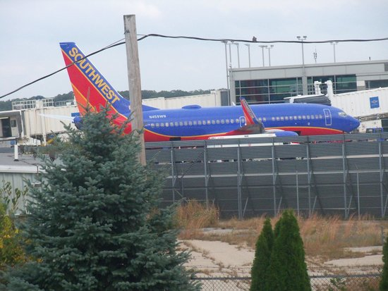 Comfort Inn Airport : Zoomed from Hotel room.