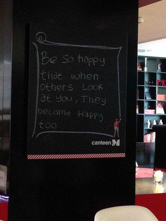citizenM Schiphol Airport : Cartel del bar
