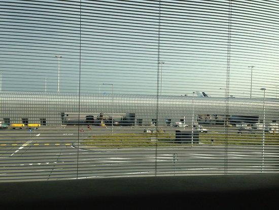 citizenM Schiphol Airport : Vista de la habitación (segunda planta)