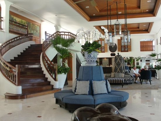 Centara Grand Beach Resort & Villas Hua Hin: Blick in die Lobby
