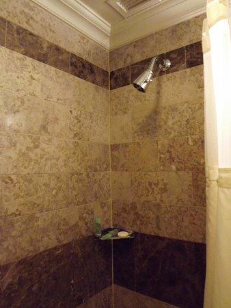 Warwick New York: Bathroom.