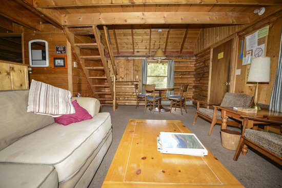 Shadowcliff Lodge: Riverbend Cabin Living Area