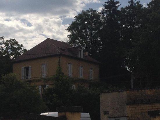 Les Trois Jardins: From street below