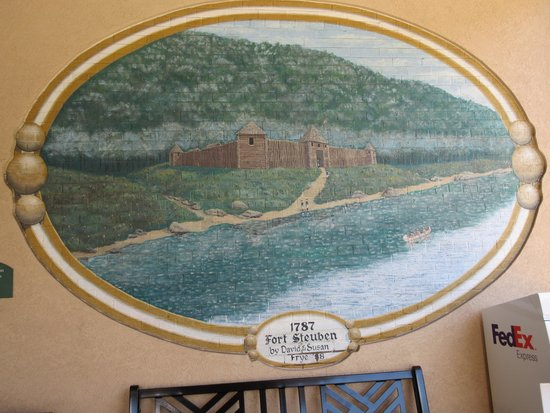 BEST WESTERN PLUS University Inn Steubenville: mural painted on the entrance wall outside
