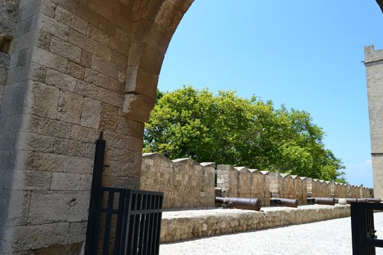 Palace of the Grand Master of the Knights of Rhodes: Стена крепости