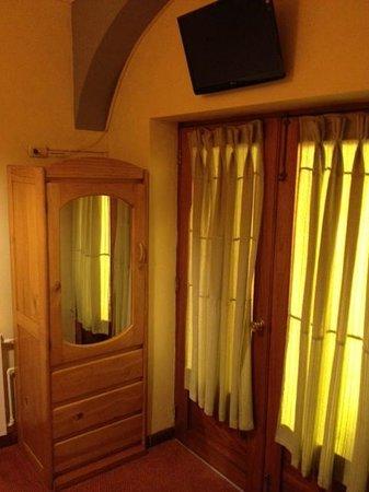 Hotel Rojas Inn : Bedroom on the first floor