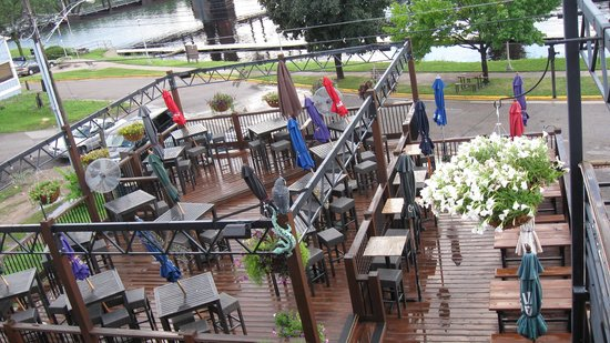 Muddy Waters Bar and Grill: 2 of the 5 outdoor decks in rear