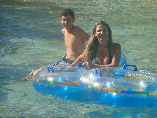 Marine Habitat at Atlantis: Water Park que rodeia o hotel, com piscinas, tobogãs, rios, escorregadores com túneis, ondas e c