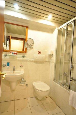 Orient Express Hotel: quadruple bathroom