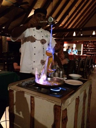 Matamanoa Island Resort : Crepe Suzette made at your table
