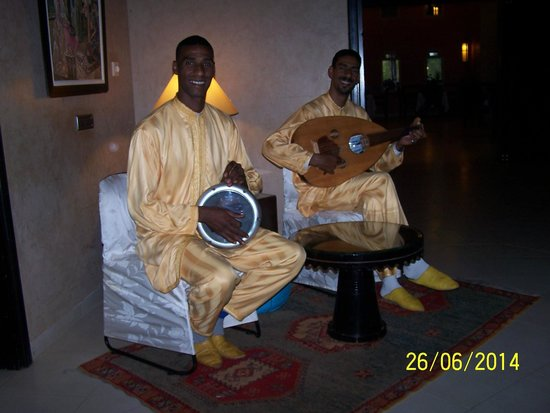 SENTIDO Kenzi Menara Palace: Musiciens restaurant Marocain