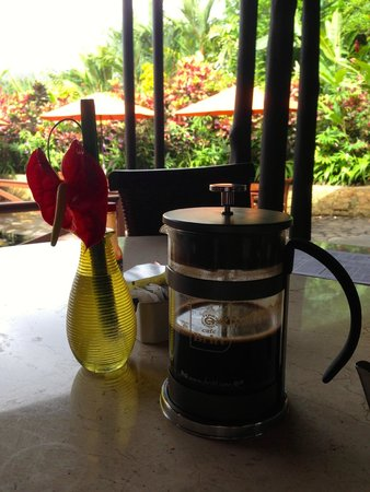 Nayara Resort Spa & Gardens: Delicious coffee served in french press