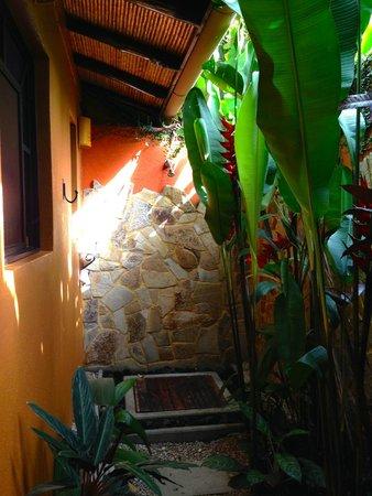 Nayara Resort Spa & Gardens: Outdoor shower