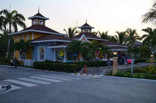 Grand Bahia Principe Punta Cana : Tiendas del Hotel