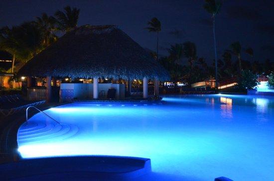 Grand Bahia Principe Punta Cana : La piscina de noche