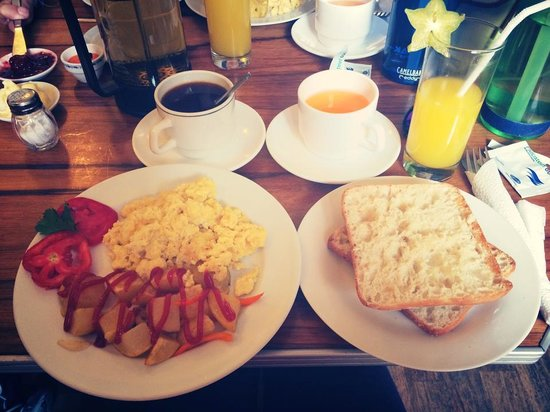 California Cafe: Breakfast! Yum!