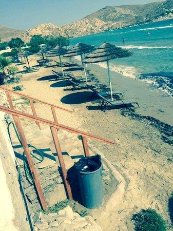 Astir of Paros : Narrow Beach