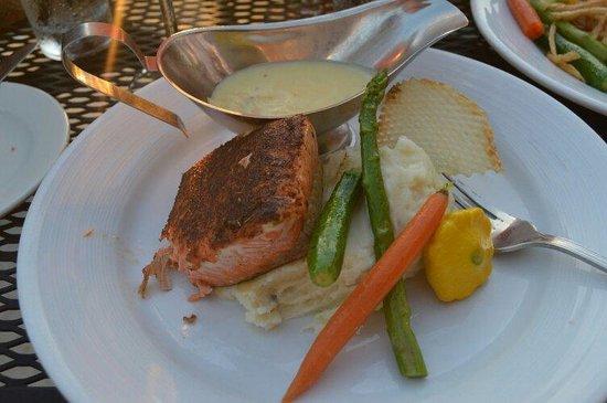 Orange Hill Restaurant: Salmon with asparagus with horseradish... Bomb food dot com. ������