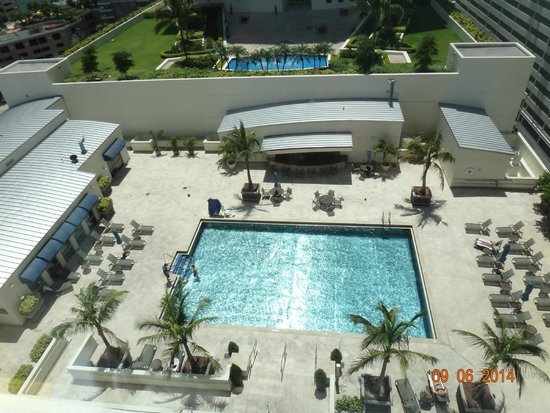 JW Marriott Miami: vista do quarto para a piscina