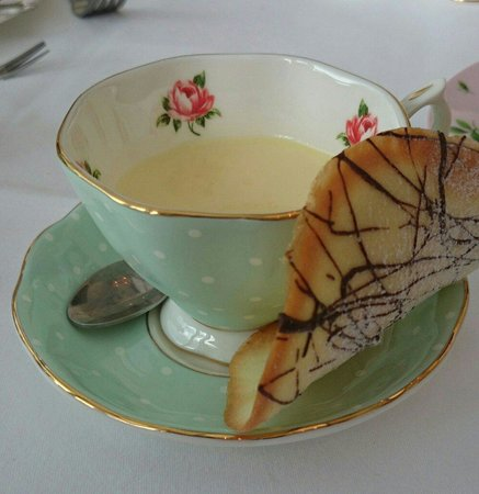 Ariel House: Lemon posset with homemade biscuit