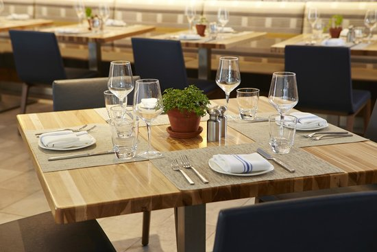 Hotel MdR-A DoubleTree by Hilton Hotel : Barbianca Local Kitchen Dining Table