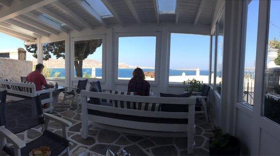 Adonis Hotel: Dalla sala colazione !!