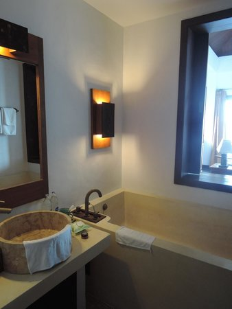 The Kala Samui: bathroom
