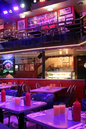 Ellen's Stardust Diner : No crowd yet