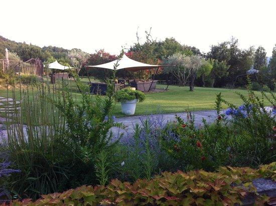 Auberge la Feniere : Il bellissimo giardino