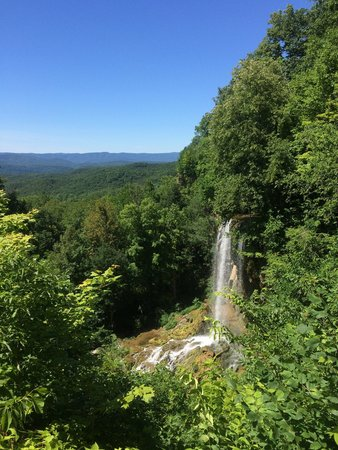Falling Springs Waterfall: Natural Beauty