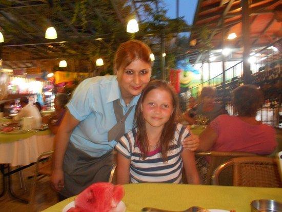 May Garden Club Hotel: Приветливые сотрудники ресторана-всегда с улыбкой!