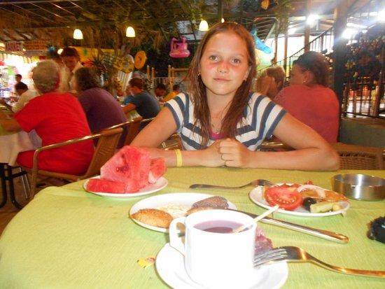 May Garden Club Hotel: Как бы не лопнуть, чтобы съесть еще арбуз